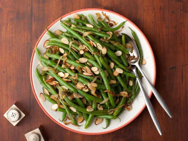 Green Beans with Caramelized Onions, Almonds and Cashews