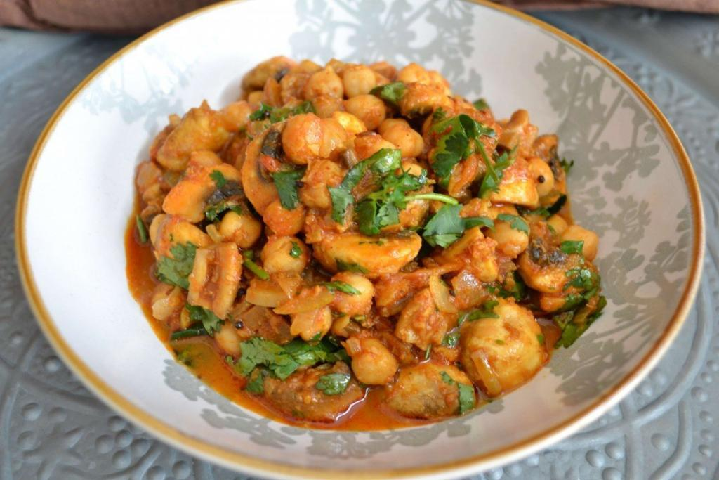 Mushroom, Chickpea and Green Pepper Curry