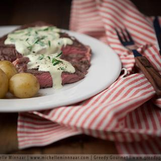 Prime Rib with Garlick Blue Cheese Sauce recipe