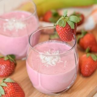 Strawberry Coconut Granola Smoothie