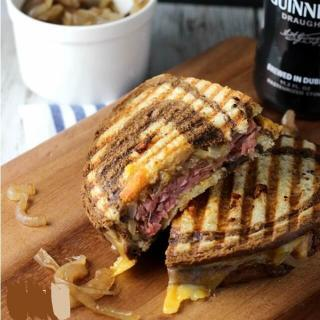Delicious and Easy Roast Beef Panini