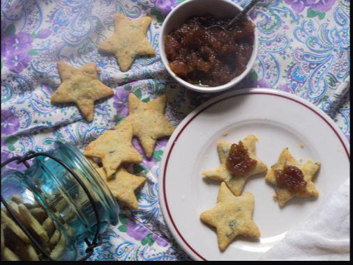 blue cheese crackers with pear compote
